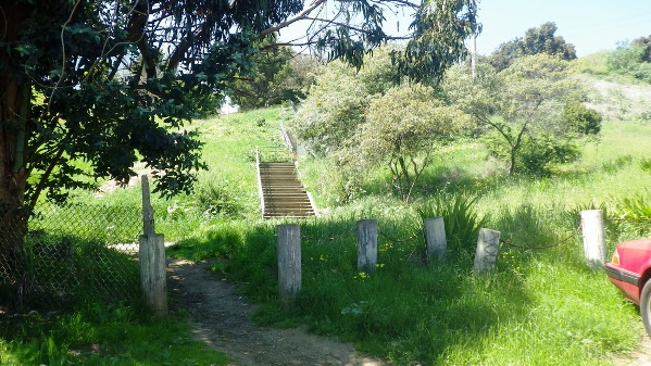 hidden stairs at dead end of Campbell